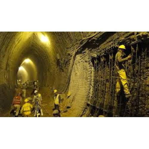 مدلسازی عددی و بررسی رفتار تونل در خاکهای لایه¬ای غیراشباع تحت اثر انفجار سطحی